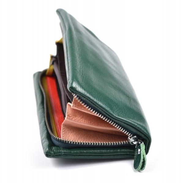 b63626ea8c Dámská kožená peněženka etue na šířku zipová uvnitř barevná zelená - Dámská  kožená peněženka etue na šířku zipová uvnitř barevná zelená   DOMIbags.cz