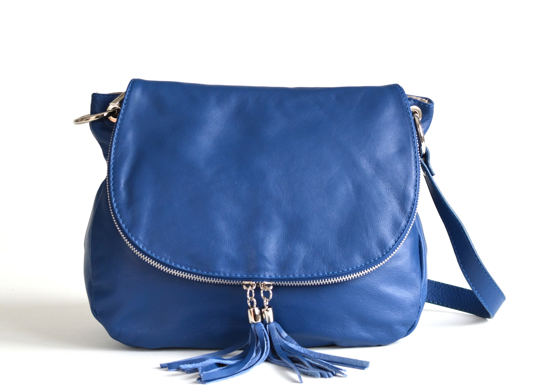 Kabelka dámská kožená A5 crossbody se zipem a střapci větší jeans, 30 x 12 x 24 (IT00-15.4036-41SAV)