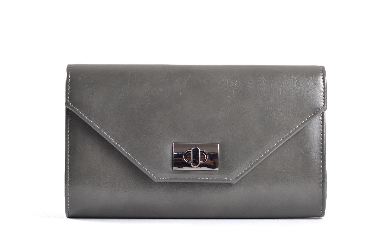 Společenská kabelka - psaníčko s klopnou syntetická šedá
