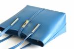 BRIGHT Klasická kabelka kožená přes rameno hladká A4 petrolejová
