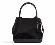 Bright elegantní laková kabelka A5 tvarovaná se vzorem do ruky černá
