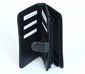 Dámská peněženka kožená na výšku vybavená se zipovou kapsou černá