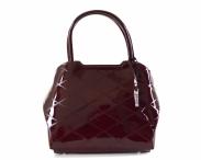 Bright elegantní laková kabelka A5 tvarovaná se vzorem do ruky bordó