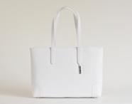 BRIGHT Elegantní kabelka kožená vzorovaná na dokumenty bílá