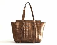 Atraktivní kabelka Bright A4 na šířku přes rameno s řetízky bronzová
